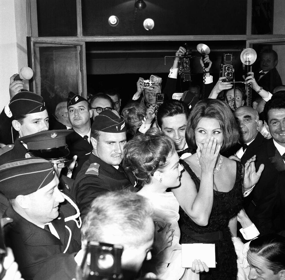 L'attrice italiana Sophia Loren è stata la prima attrice a vincere l'Oscar per un film in lingua straniera.