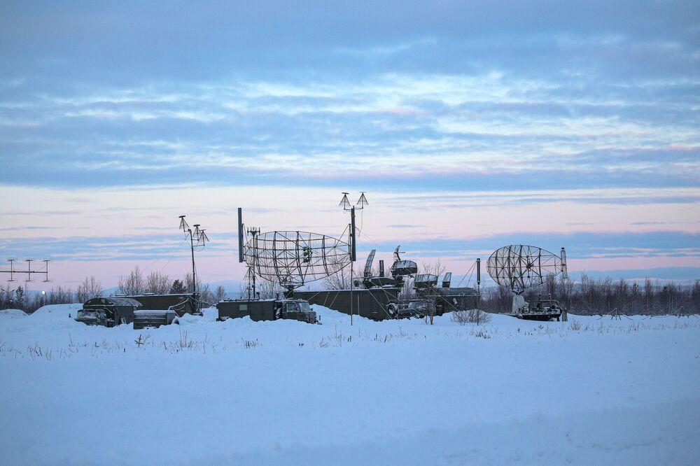Localizzatore radioelettronico sulla pista di decollo nella regione di Murmansk.