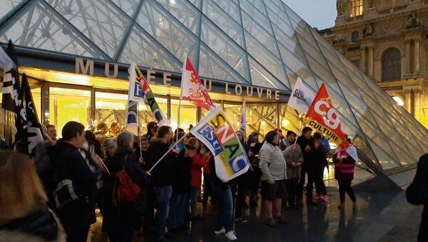 Pensioni, in Francia i manifestanti bloccano il museo del Louvre - Sputnik Italia