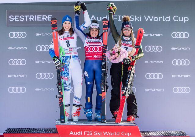 Il podio dello slalom gigante del Sestriere, Vhlova-Brignone-Shiffrin
