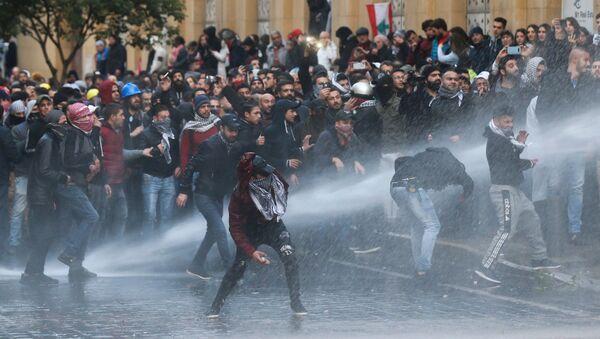 Scontri tra polizia e manifestanti a Beirut - Sputnik Italia
