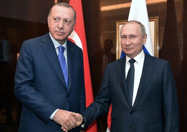 Il presidente russo Vladimir Putin durante un incontro con il presidente turco Recep Tayyip Erdogan alla Conferenza internazionale sulla Libia a Berlino