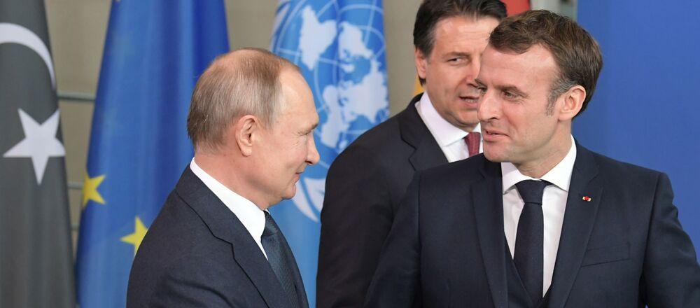 Il presidente russo Vladimir Putin e il Presidente francese Emmanuel Macron alla Conferenza internazionale sulla Libia a Berlino