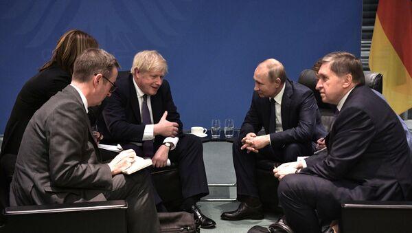 Il presidente russo Vladimir Putin e il Primo ministro del Regno Unito Boris Johnson alla Conferenza internazionale sulla Libia a Berlino - Sputnik Italia
