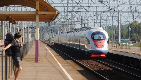 Il treno ad alta velocità russo Sapsan  - Sputnik Italia
