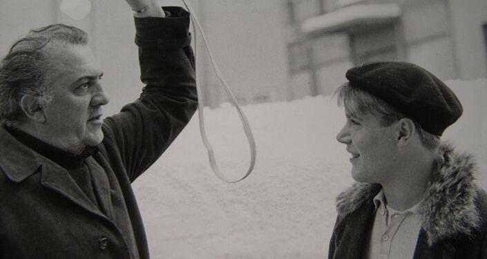 Bruno Zanin con Federico Fellini durante le riprese di Amarcord, 1973