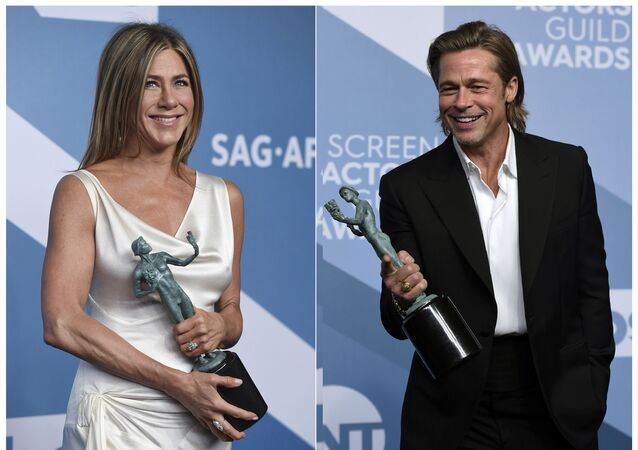 Jennifer Aniston con il premio per milgior personaggio femminile nella serie drammatica per The Morning Show, e Brad Pitt con il premio per miglior ruolo secondario per Once Upon a Time in Hollywood alla 26a edizione degli Screen Actors Guild Awards allo Shrine Auditorium & Expo Hall di domenica 19 gennaio 2020 a Los Angeles.