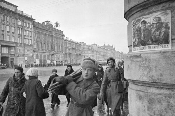 Nevsky Prospekt durante l'assedio di Leningrado, 1941 - Sputnik Italia