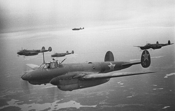 Bombardieri durante la liberazione di Leningrado, 1 gennaio 1943 - Sputnik Italia