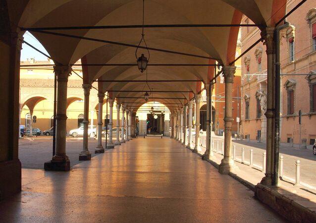 Il portico di Santa Maria dei Servi a Bologna