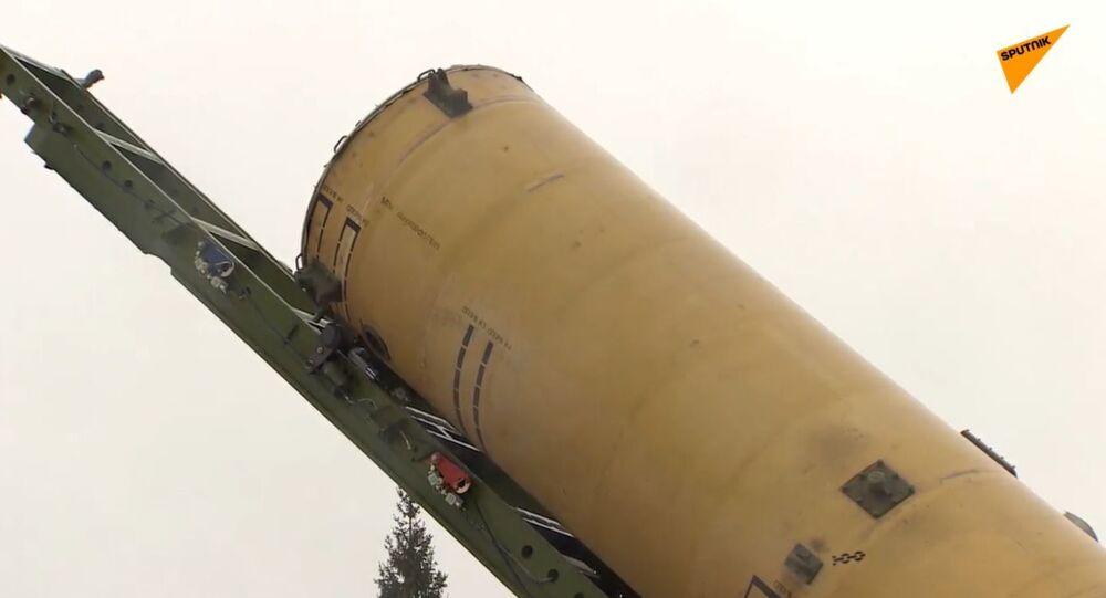 Russia militari conducono esercitazioni con il radar Don-2N