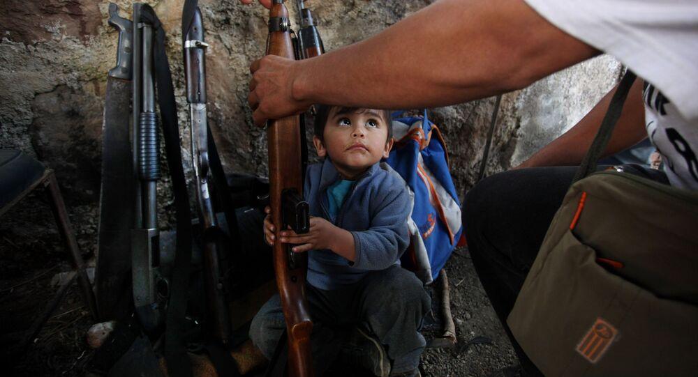 Bambino armato in Messico
