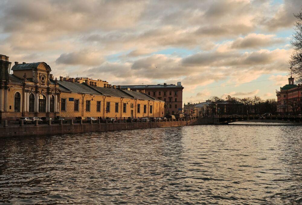 Il fiume Fontanka.