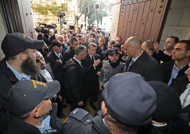 Il presidente Emmanuel Macron chiede alle forze di polizia israeliane di lasciare la basilica di Sant'Anna