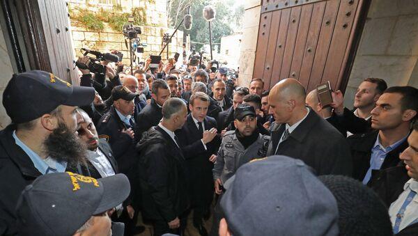 Il presidente Emmanuel Macron chiede alle forze di polizia israeliane di lasciare la basilica di Sant'Anna - Sputnik Italia