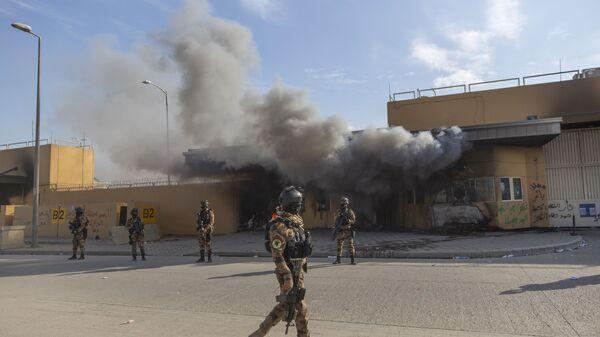 Soldati esercito iracheno davanti all'ambasciata americana a Baghdad - Sputnik Italia