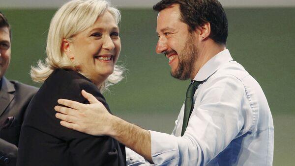 Marine Le Pen e Matteo Salvini - Sputnik Italia