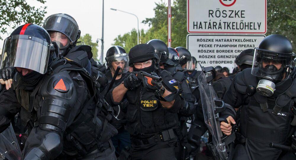 Agenti della polizia ungherese