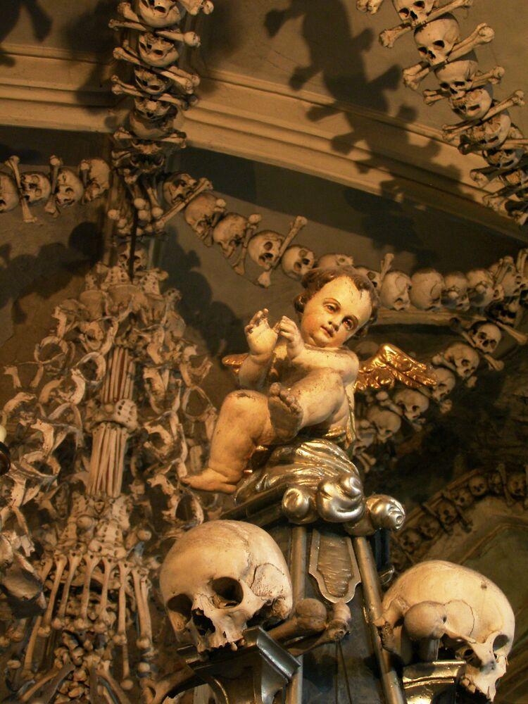 L'ossario di Sedlec, piccola cappella cristiana, collocata nel cimitero della chiesa di tutti i Santi a Sedlec nella Repubblica Ceca