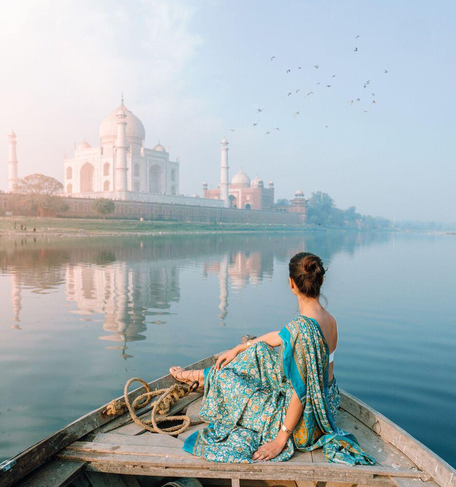 Una vista del Taj Mahal, mausoleo, situato ad Agra, nell'India settentrionale