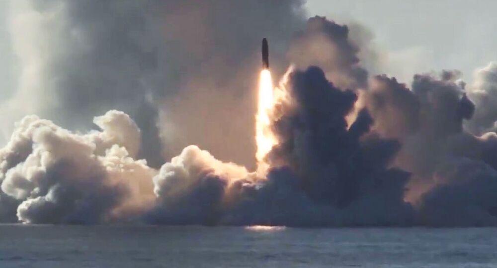 Test del missile intercontinentale balistico Bulava dal sottomarino Yuri Dologoruky (foto d'archivio)
