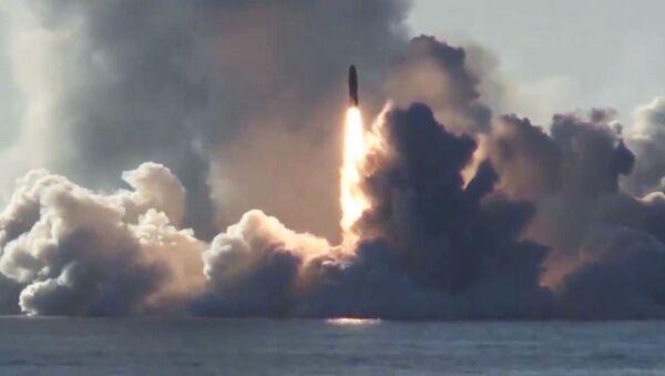 Il lancio del missile Bulava dal sottomarin Yuri Dologoruky del 'Progetto 955' classe Borei - Sputnik Italia