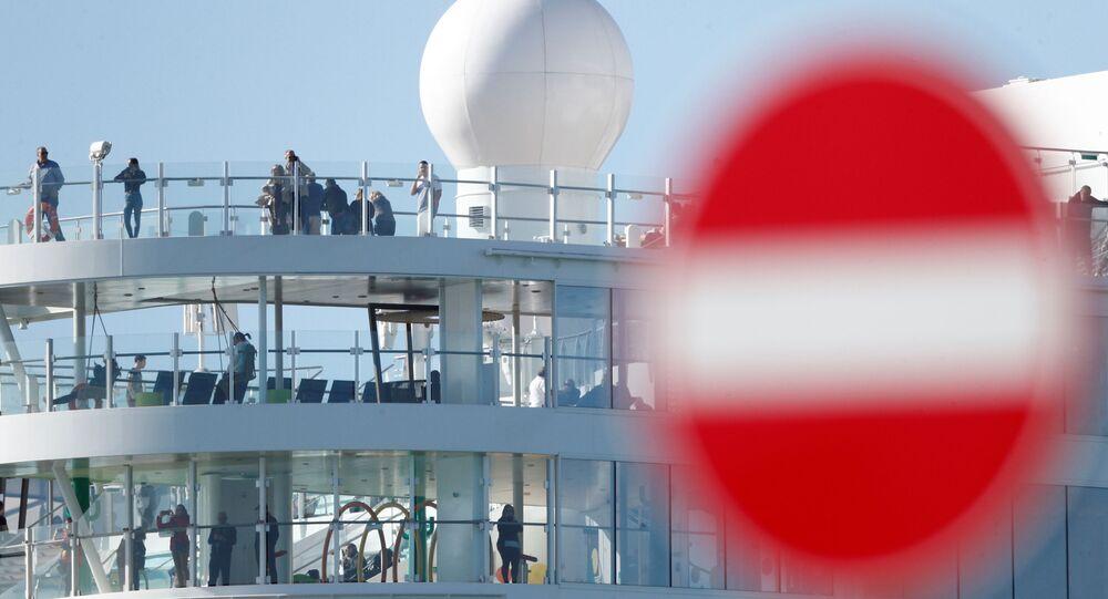 La nave Costa Smeralda, bloccata a Civitavecchia