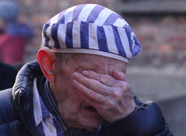Ex prigioniere del campo di concentramento Auschwitz durante un evento dedicato al 75° anniversario della liberazione del campo. - Sputnik Italia