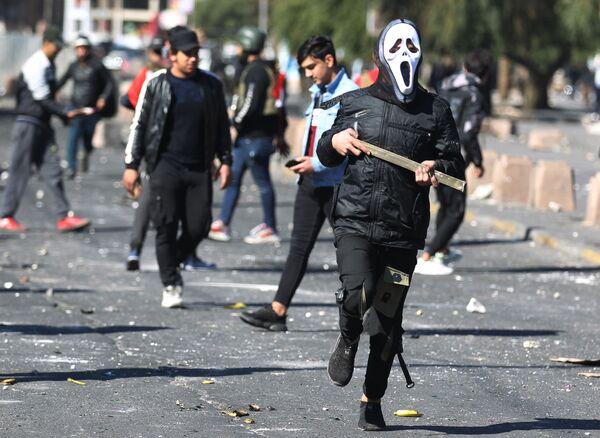 Una manifestazione anti-governativa in piazza Al-Khillani nel centro della capitale irachena Baghdad. - Sputnik Italia