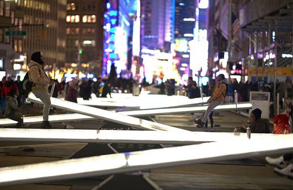 Le altalene illuminate a Broadway, New York. - Sputnik Italia
