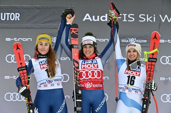 Il podio del Super-G di Rosa Khutor, da sinistra a destra: Goggia, Brignone, Haehlen - Sputnik Italia