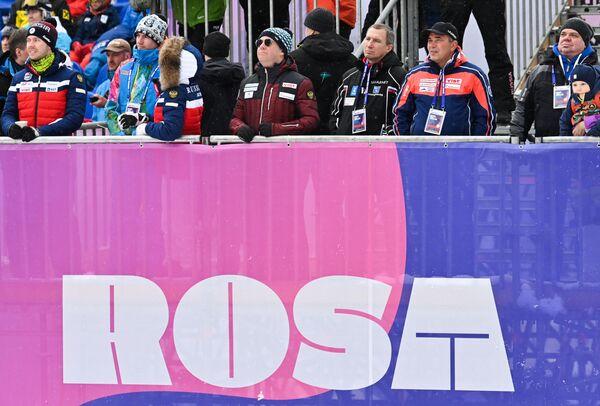 Il pubblico russo sulle tribune di Rosa Khutor: tra gli spettatori anche l'ex premier russo Medvedev - Sputnik Italia