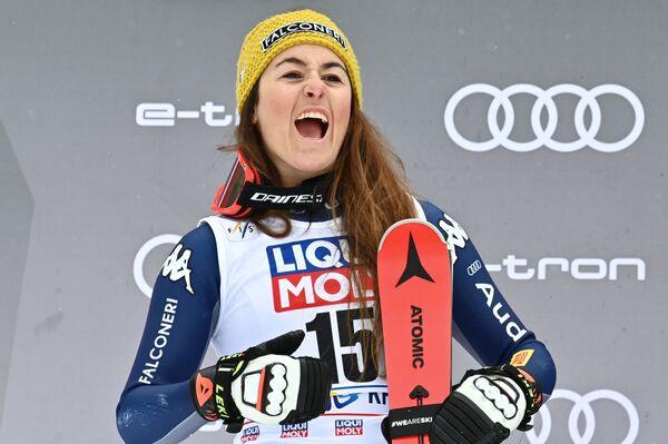 La gioia di Sofia Goggia sul podio di Rosa Khutor - Sputnik Italia