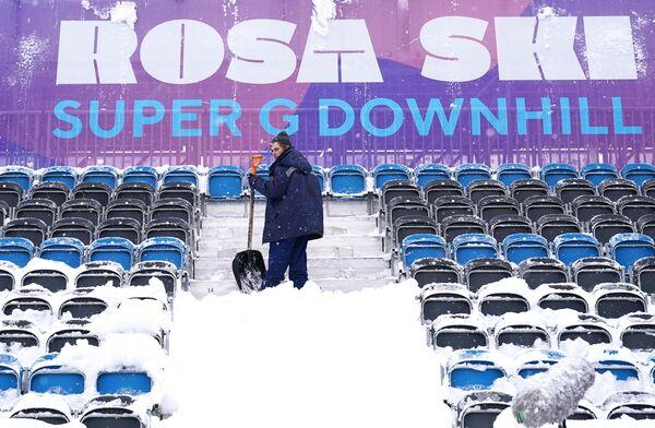 La forte nevicata di giovedì e venerdì ha costretto all'annullamento di due delle tre gare in programma nella tappa russa di Coppa del Mondo - Sputnik Italia