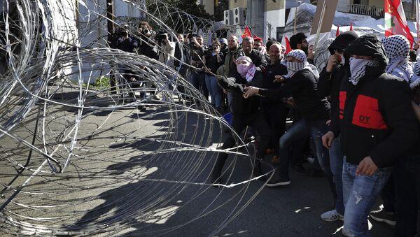 Proteste davanti Ambasciata USA in Libano - Sputnik Italia