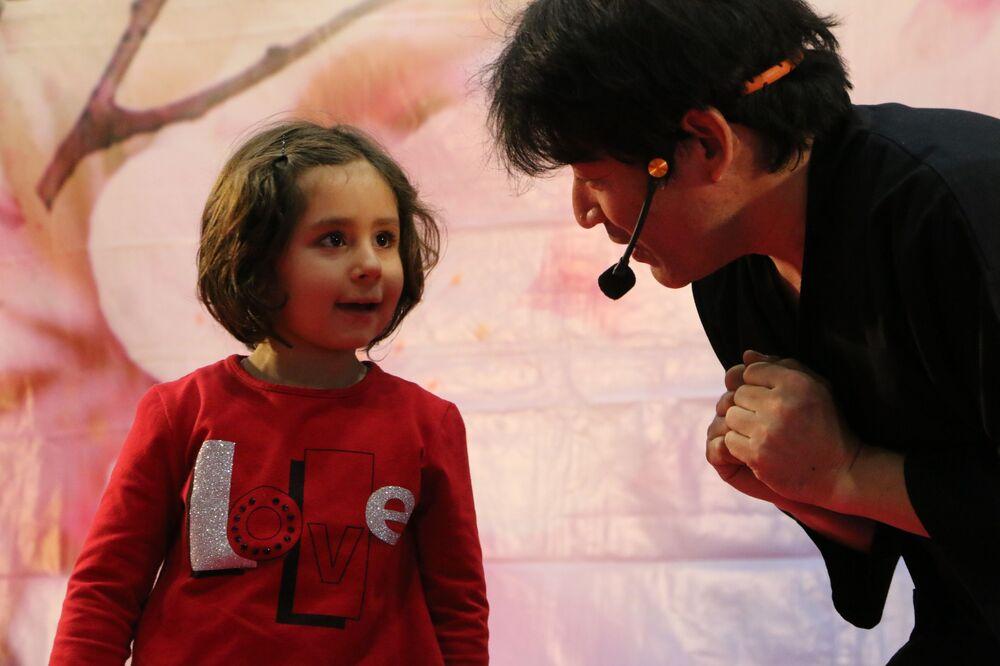 Il mago giapponese Keiichi Iwasaki al Festival dell'Oriente a Milano