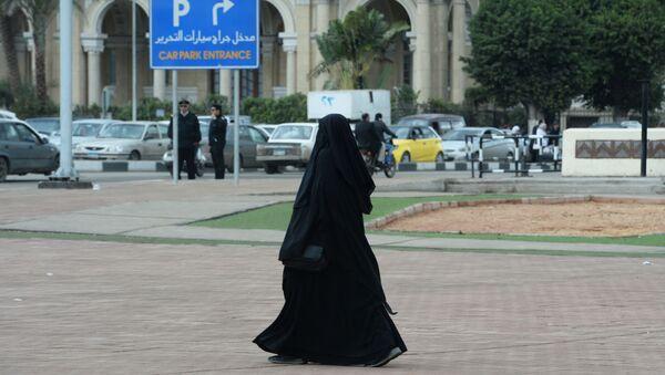 Una donna in Egitto - Sputnik Italia