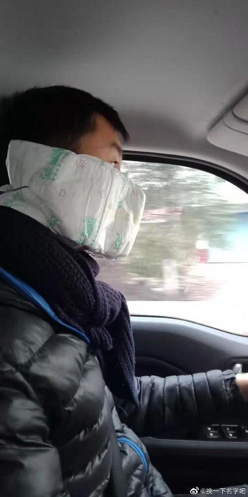 Una maschera originale contro il coronavirus in Cina