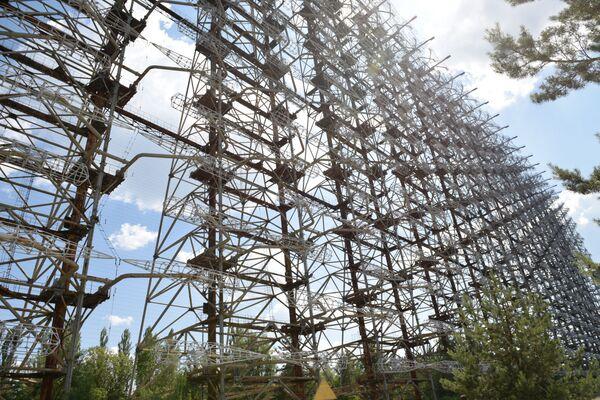 Il complesso Duga 3, un sistema radar in grado di tenere sotto controllo un'area che si estendeva ben oltre l'orizzonte e fino a 9000 km di distanza e di individuare qualsiasi missile balistico intercontinentale immediatamente dopo il lancio. Il grandioso miracolo dell'ingegneria sovietica era destinato al fallimento già nella fase del progetto: non funzionava. - Sputnik Italia
