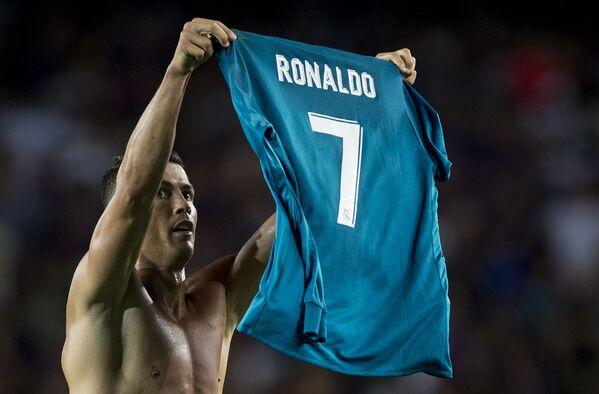 Cristiano Ronaldo durante la partita Barcellona - Real Madrid, 2017 - Sputnik Italia