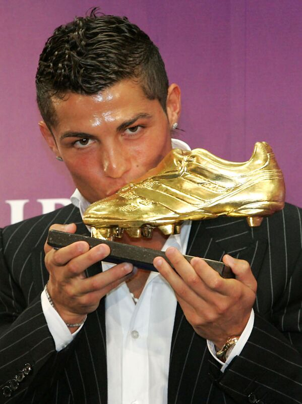 Cristiano Ronaldo alla cerimonia Golden Shoe 2008 a Funchal - Sputnik Italia