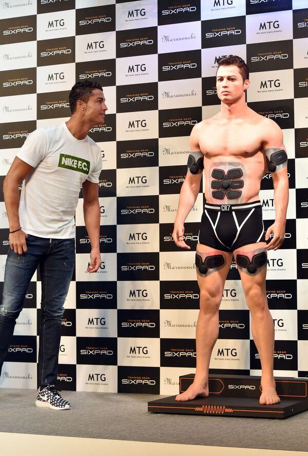 Cristiano Ronaldo e il suo modello 3D in Giappone, 2015 - Sputnik Italia