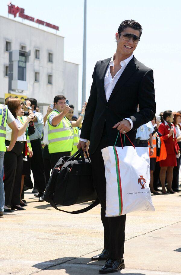 Cristiano Ronaldo all'aeroporto di Lisbona - Sputnik Italia