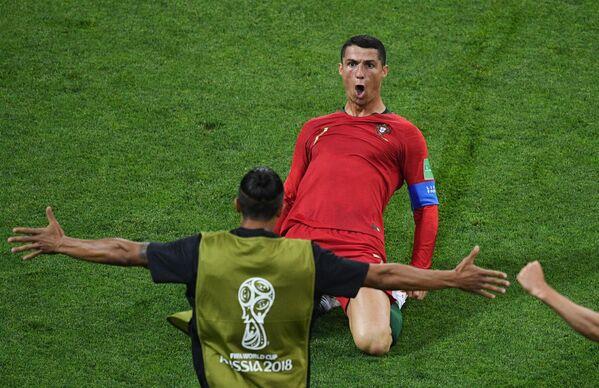 Ronaldo ha un'eccellente tecnica di dribbling, che gli permette di battere spesso diversi avversari. Allo stesso tempo, Cristiano è molto veloce e resistente. - Sputnik Italia