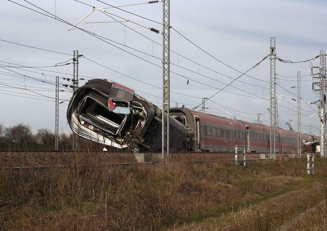 Treno ad alta velocità Frecciarossa deragliato sulla linea Milano-Bologna ad Ospedaletto Lodigiano