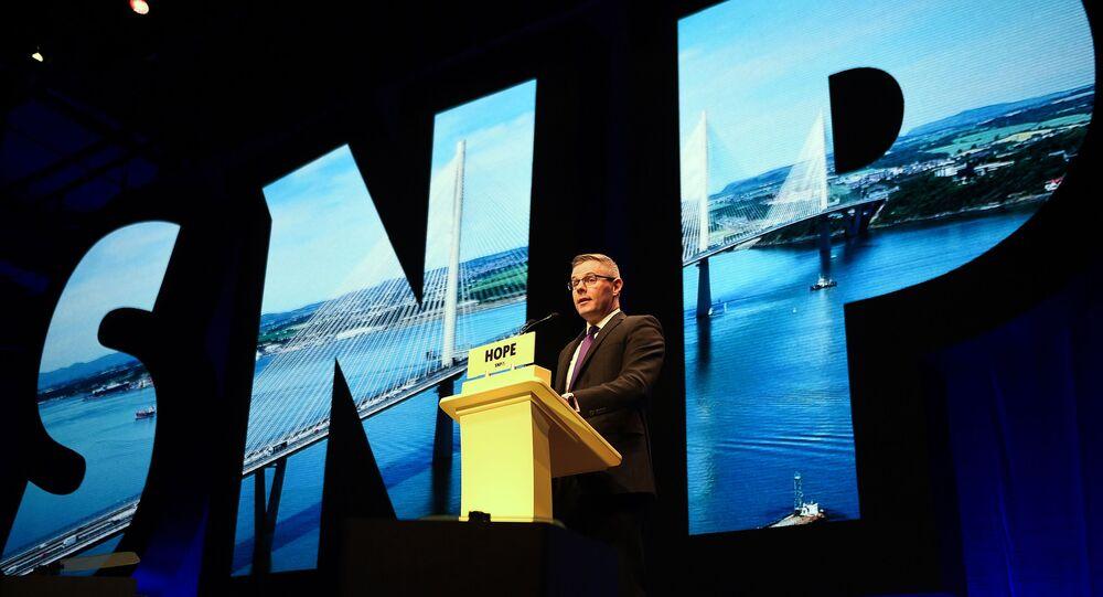 Derek Mackay, ministro delle finanze e della costituzione scozzese, e SNP MSP, interviene l'ultimo giorno della conferenza annuale del Partito nazionale scozzese (SNP) a Glasgow il 9 ottobre 2018