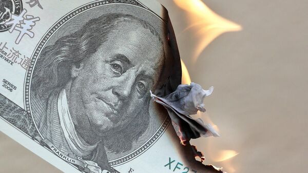 Dollaro bruciato - Sputnik Italia