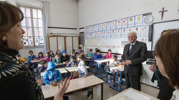 Il Presidente Sergio Mattarella in occasione della visita alla scuola D. Manin, nel quartiere esquilino - Sputnik Italia