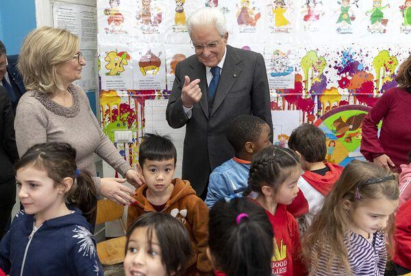 """Il Presidente Sergio Mattarella  visita la scuola """"D. Manin"""", nel quartiere esquilino.  - Sputnik Italia"""