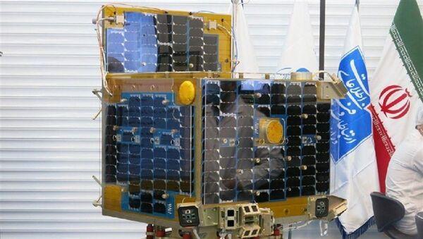 Un modellino del satellite Zafar - Sputnik Italia
